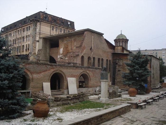 1024px-Curtea_Veche-Bucharest