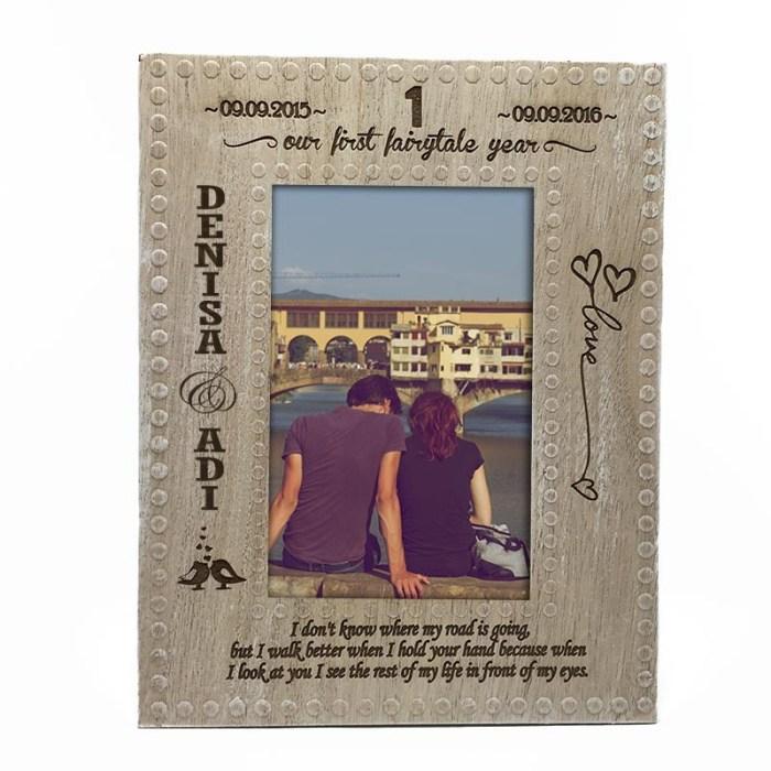 rama-foto-lemn-cadou-pentru-iubit