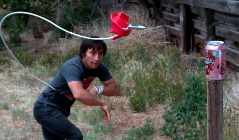 Скорпион од Мортал Комбат во живо – баткава е сериозно опасен со ова оружје