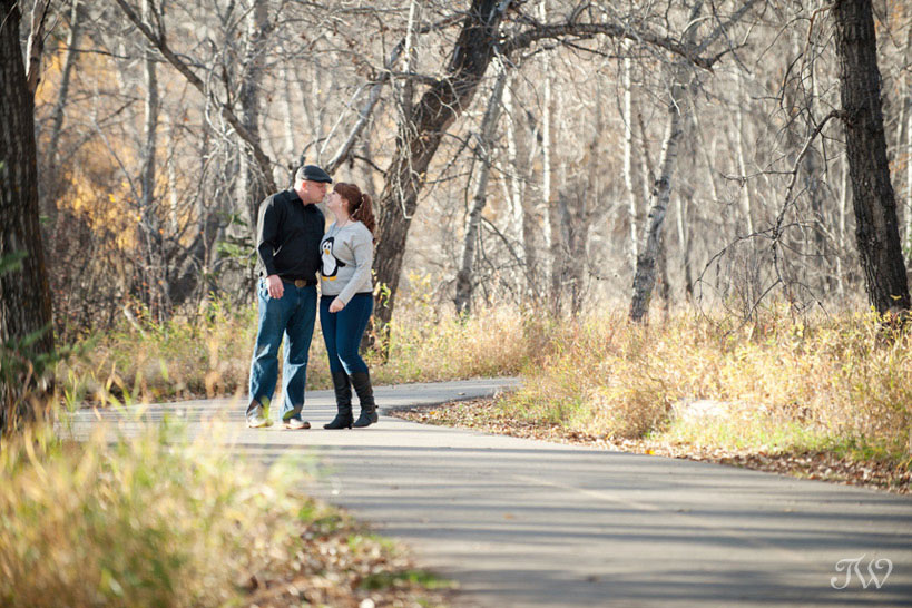 unique engagement photos in fall captured by Tara Whittaker Photography