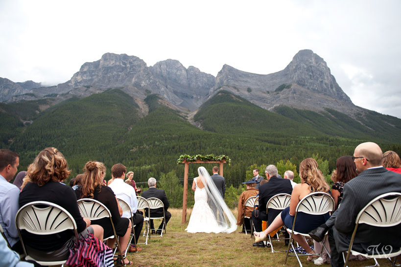 Rocky Mountain wedding in Canmore captured by Tara Whittaker Photography