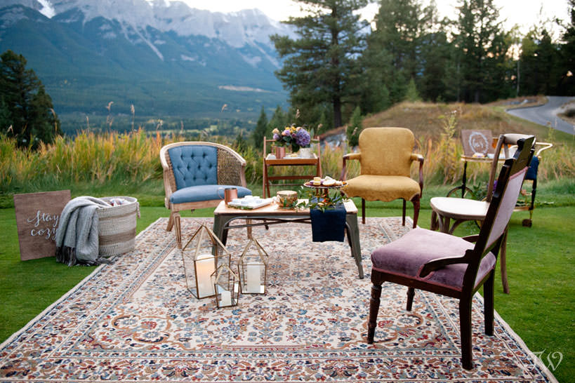 cocktails in the mountains at a Silvertip wedding captured by Calgary wedding photographer Tara Whittaker
