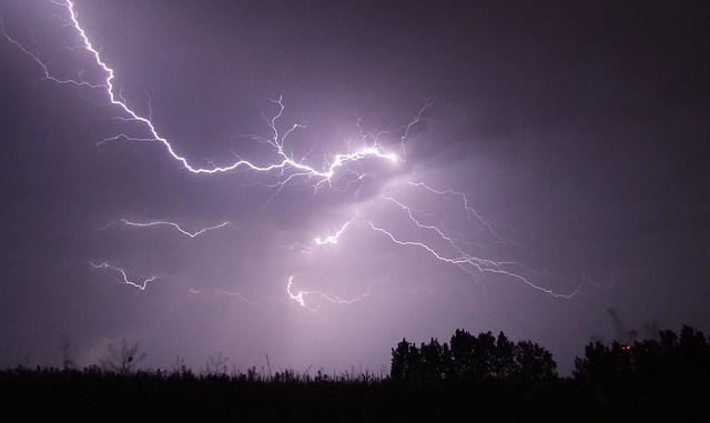 Météo Tarbes. soleil, 18 degrés et orages en fin de journée