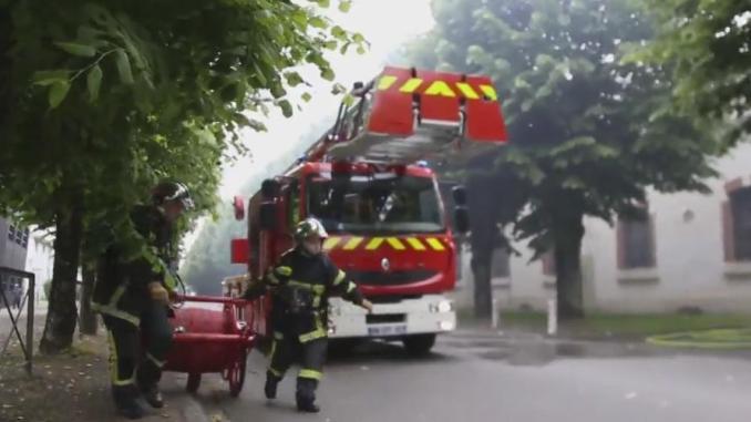 Feu du bâtiment 116 de l'Arsenal de Tarbes : la vidéo de l'impressionnante intervention des pompiers