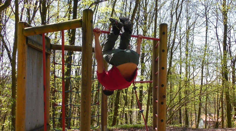 Klettertraining: Halbe Aufroller an der Klimmzugstange
