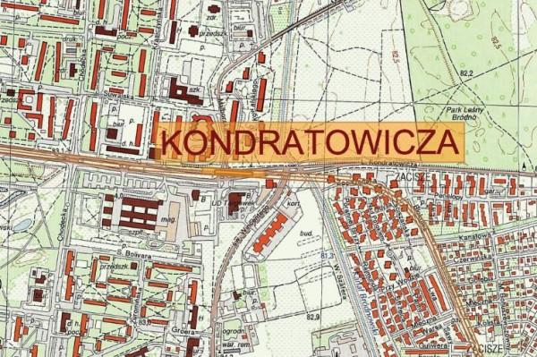 Stacja Kondratowicza miała biec równolegle pod ulicą. W tej wersji tunele przecinają mostek (dokładnie pod literą A)