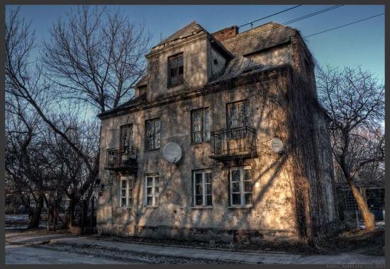 Tak wyglądała willa przy Sterdyńskiej jeszcze  kilka lat temu / fot. Kamil Adamczyk