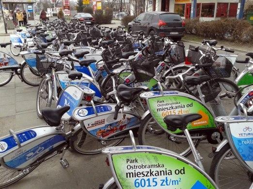 Jak widać wypożyczalnia przy ul. Piotra Skargi cieszy się momentami ogromny powodzeniem / fot. targowek.info