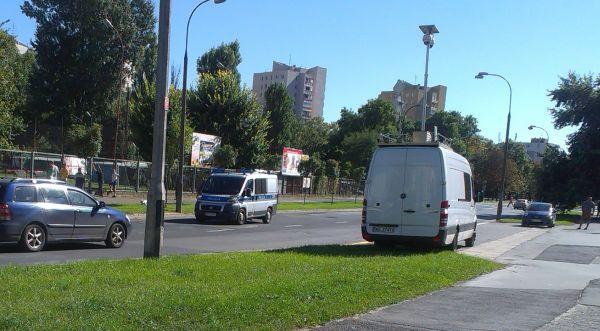 Policyjne mobilne centrum monitoringu pilnuje meczu GKP