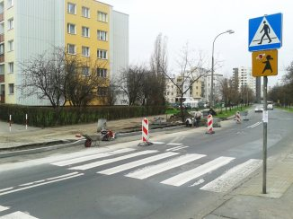 Na przejściu obok przedszkola jeszcze trwają prace