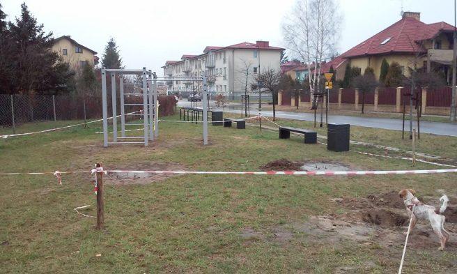 19 listopada 2014 r. - już po wyborach samorządowych - z siłowni przy ul. Tużyckiej zostało tylko tyle/ fot. Marcin Gałązka