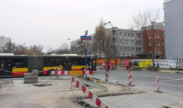 Prace na rondzie trwają już od kilku dni, dotąd komplikowały poruszanie się tylko pieszym / fot. targowek.info