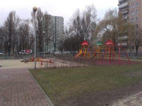Nowy plac zabaw przy Poborzańskiej, blisko Ogińskiego / fot. targowek.info