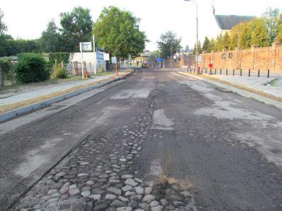 Bruk na św. Wincentego – odsłonięty podczas frezowania w 2015 r. i zaraz znów zalany asfaltem