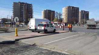 Skrzyżowanie z Kondratowicza - granica między starą a nową jezdnią