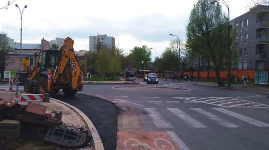 Rondo Balcerka: jezdnia została poszerzona, placka na środku ronda już nie ma / fot. targowek.info