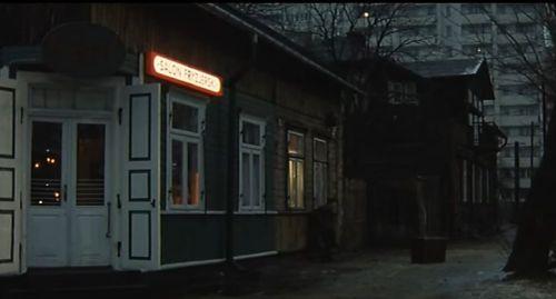 """Kadr z filmu """"Trzy kolory:Biały"""" Krzysztofa Kieślowskiego"""