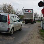 Ciężarówki rozjeżdżają nam dzielnicę. A policja… nie widzi znaków
