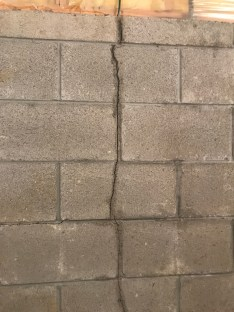 vertical wall crack