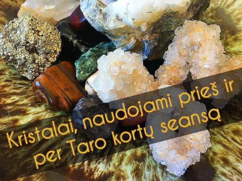 Kristalai, naudojami prieš ir per Taro kortų seansą