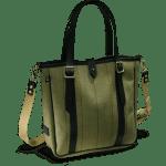 Eine in Olive-Farben gehaltene Helmsley Tweed Tote Bag im Bildvordergrund mit dunklen Leder Riemen und Griffen.