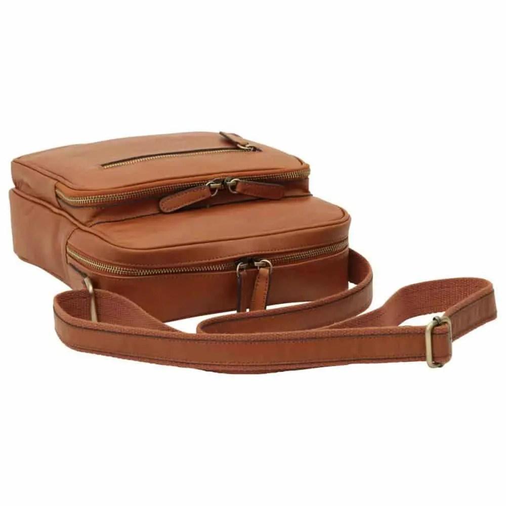 Liegende kleine Laptoptasche aus Leder kolonial
