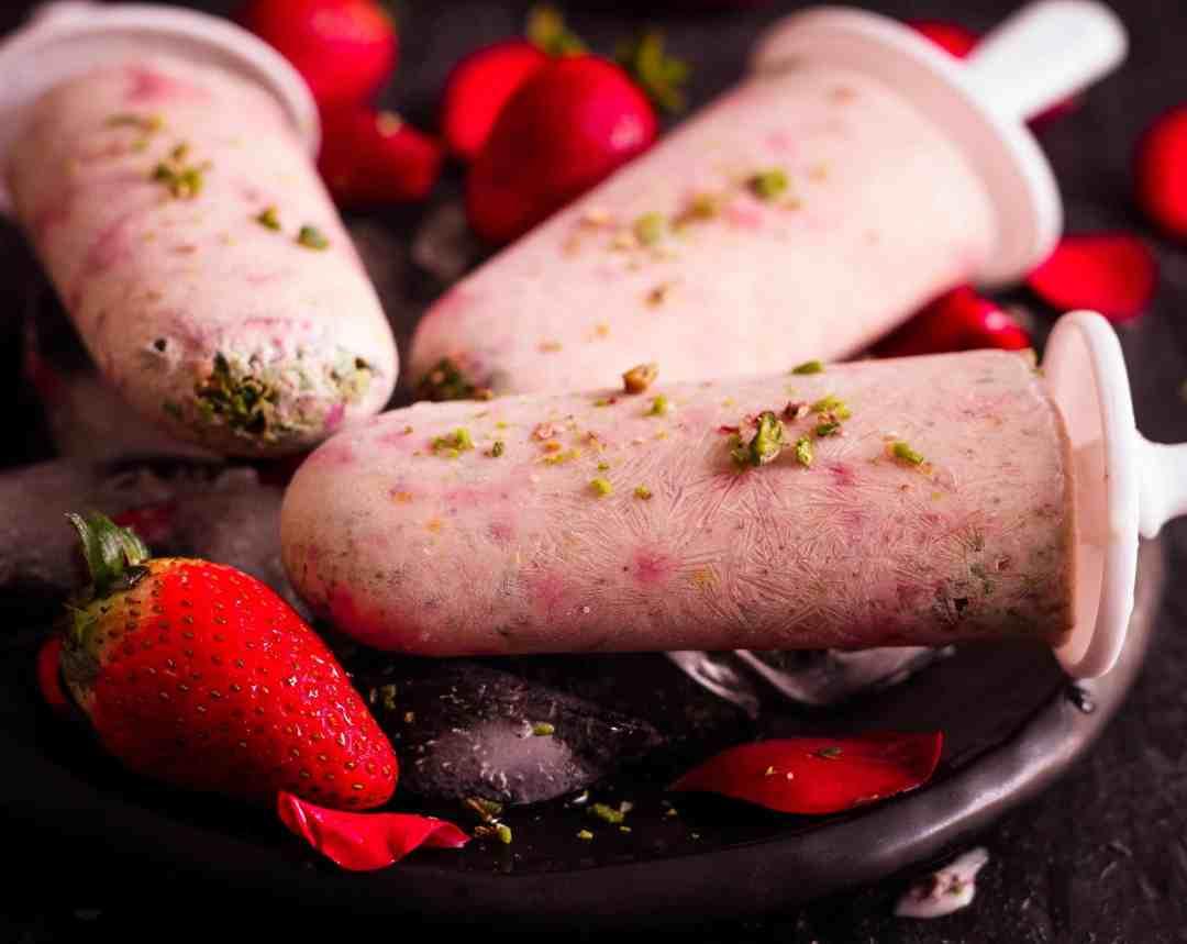 Strawberry Thandai Popsicles |vegetarian |dessert | healthy | yogurt |fruit | refined sugarfree | frozen treat