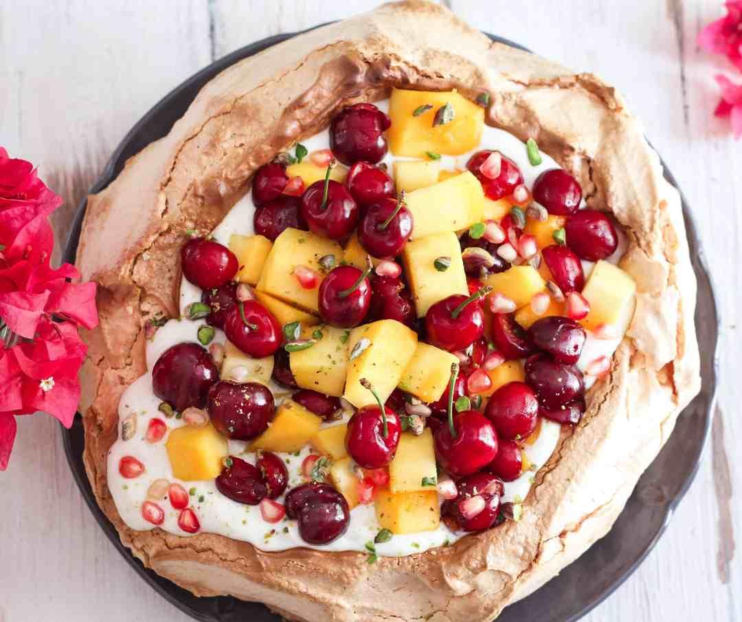 Pavlova dessert meringue summer recipe easy entertaining baking summer