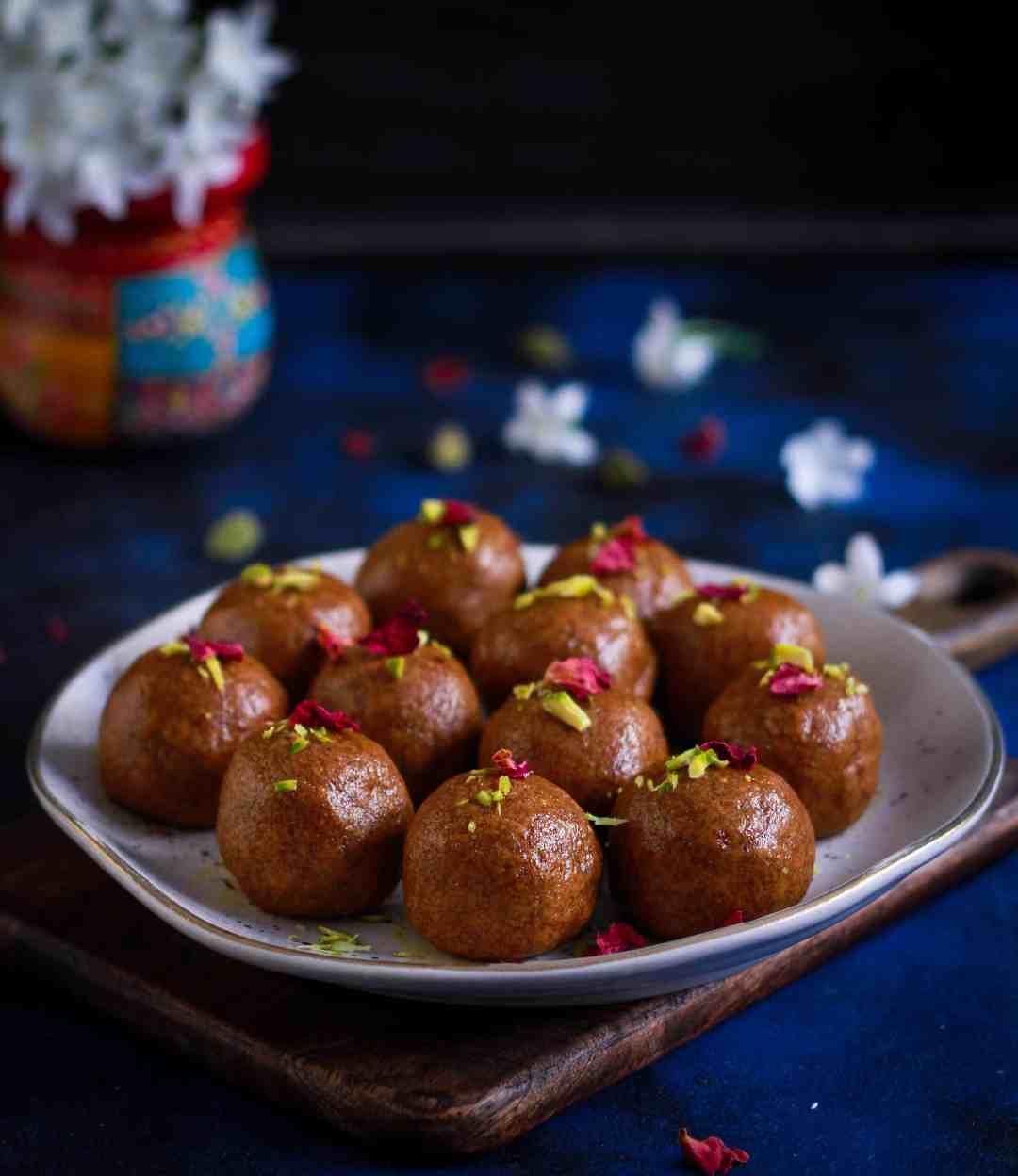 Besan Ladoo | Besan Laddu Indian Dessert