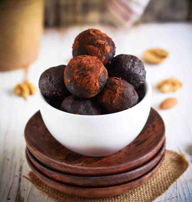 Fudgy Brownie Bliss Balls vegan glutenfree refined sugarfree chocolate treats