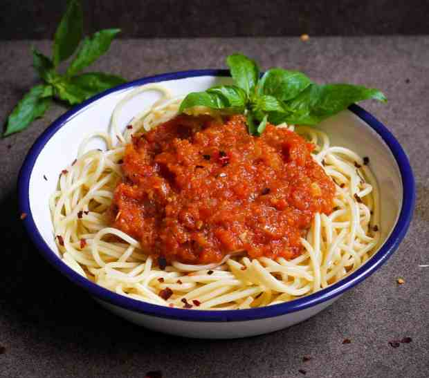 Simple Tomato Sauce with spaghetti, vegan, vegetarian, healthy
