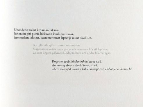 runot suomeksi, ruotsiksi ja englanniksi