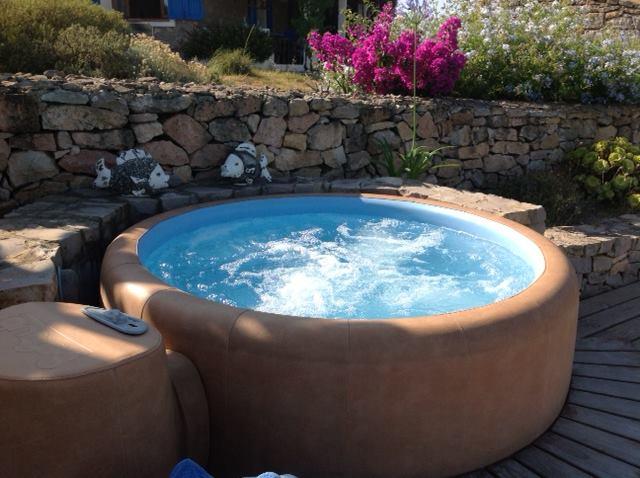 Minipiscine e vasche idromassaggio da esterno  TASSONEDIL