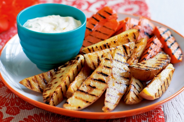 Barbecued wedges with lime cream