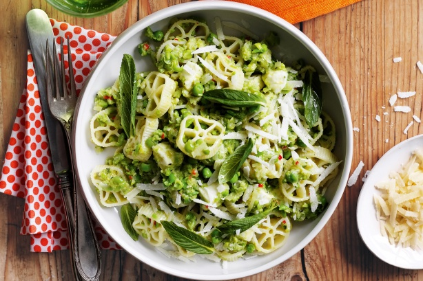 Pea, mozzarella and mint pasta