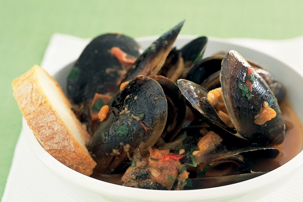 Mussels in chilli tomato sauce