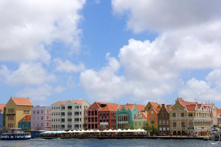 Curaçao Travel Guide: Handelskade in Willemstad