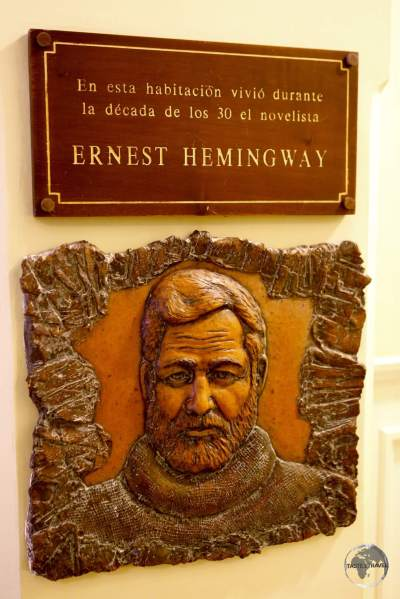 A plaque outside room #511 at Hotel Ambos Mundos which Hemingway occupied from 1932 to 1939.