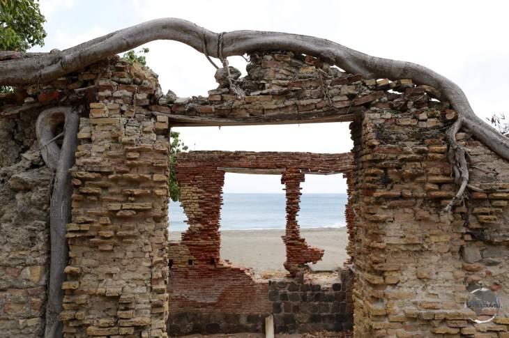 Sint Eustatius (Statia) Travel Guide: Warehouse ruins on the Lower Town beach at Oranjestad