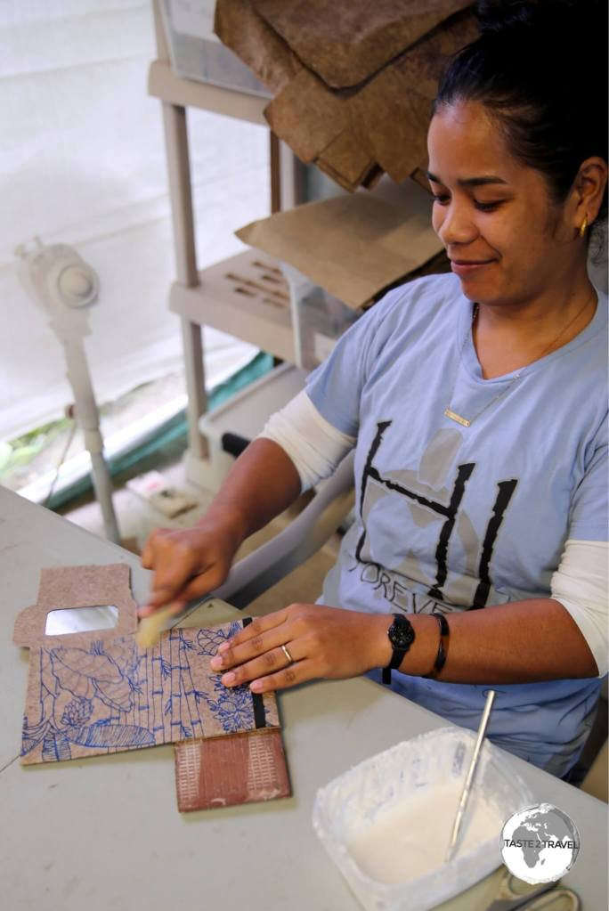 Step 5: The company artisans transform the paper into wallets, stationary, cards etc