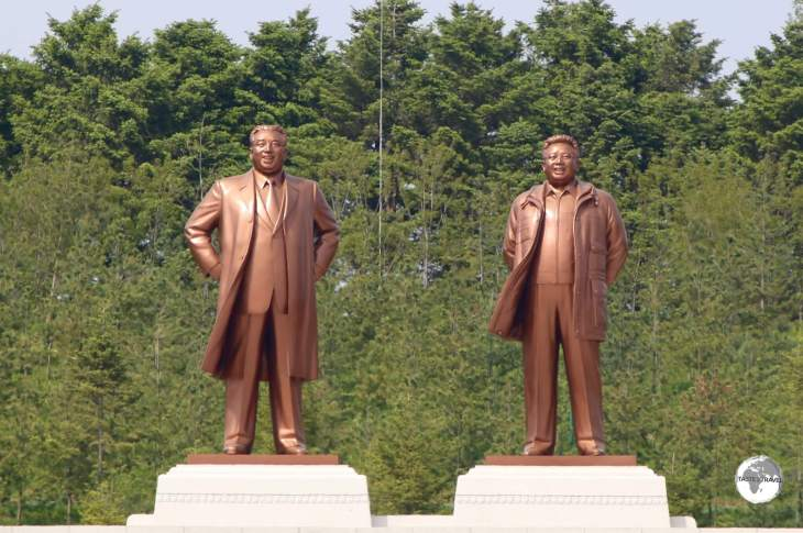 Statues of the two leaders in Kaeson.