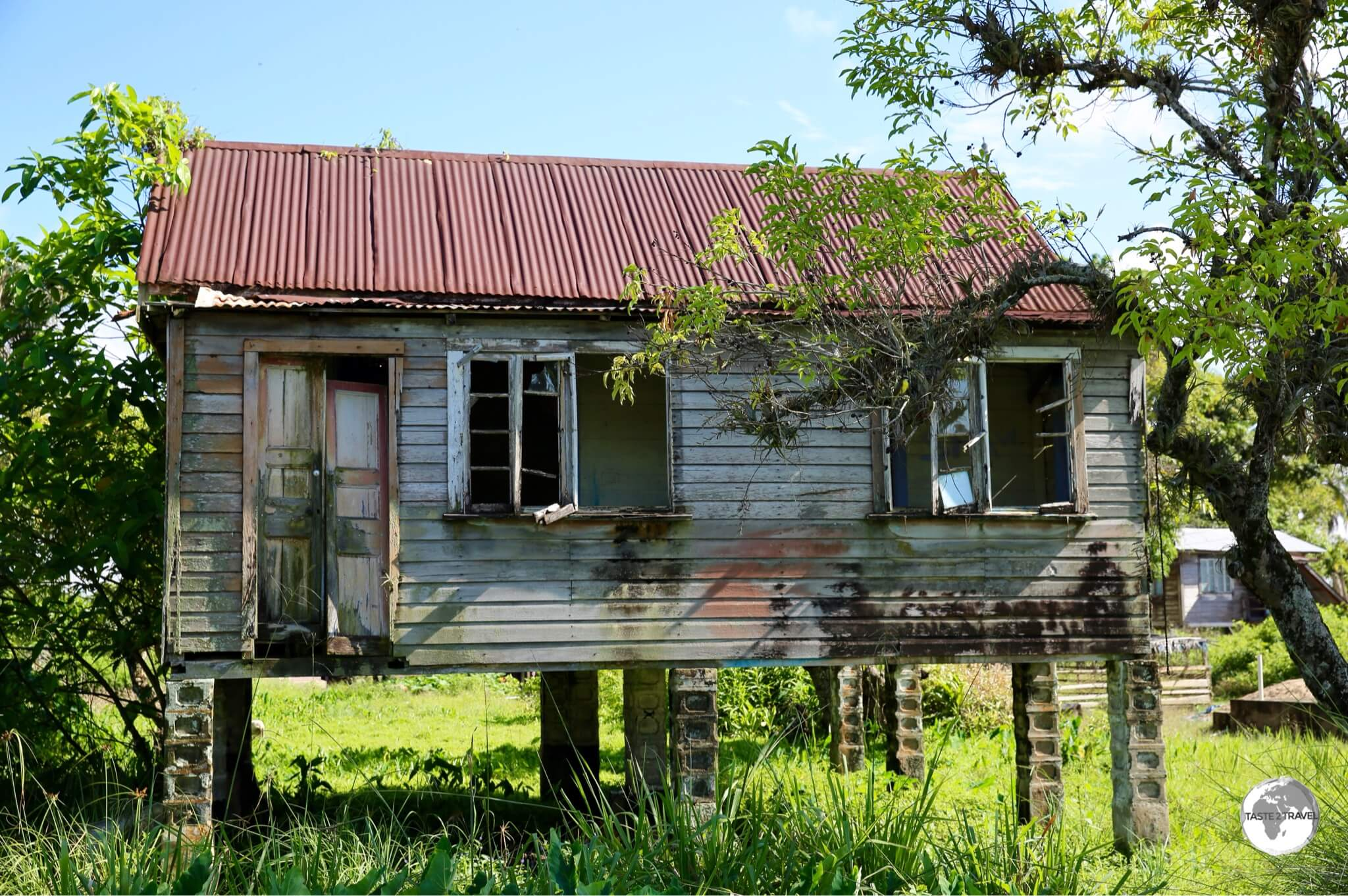 Abandoned house on Leguan Island.