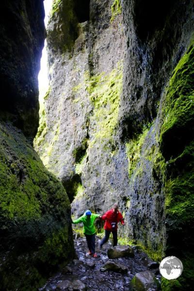 Entering the Raudfeldsgja canyon.