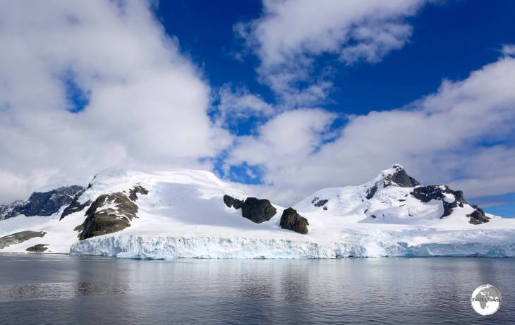 A view of the Antarctic peninsula from the Errera channel. Almost the entire shoreline of the peninsula is inaccessible due to ice walls, glaciers and precipitous, rocky mountains.