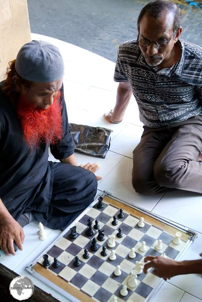 Chess is a popular game in the café's of Malé.
