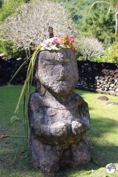 A Tiki at the entrance to the Arahurahu Marae.