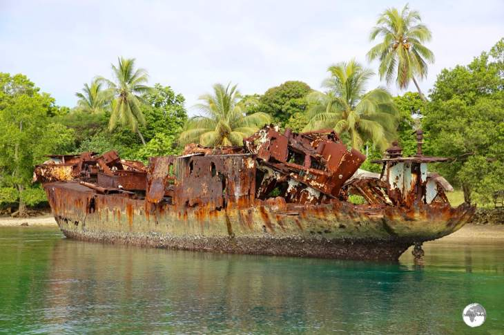 The shipwreck at Santo Seaside Villas features a nice snorkeling reef.