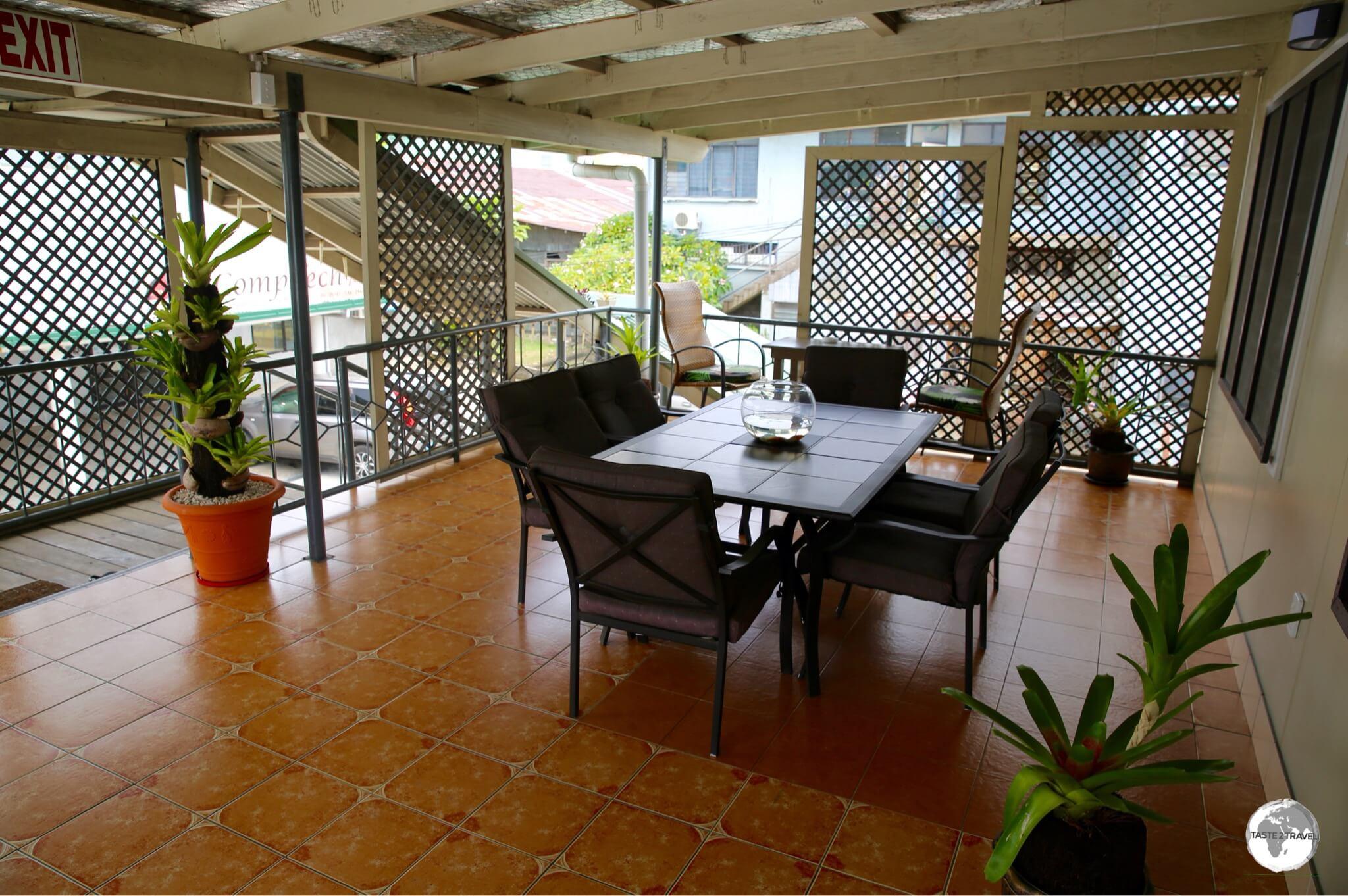 The outdoor common area at Talofa Inn.