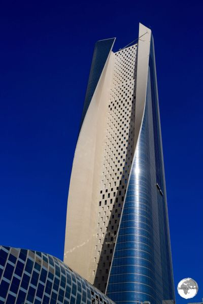 Kuwait Travel Guide: At 414 m, the impressive Al Hamra tower is the tallest building in Kuwait and the tallest carved concrete skyscraper in the world.