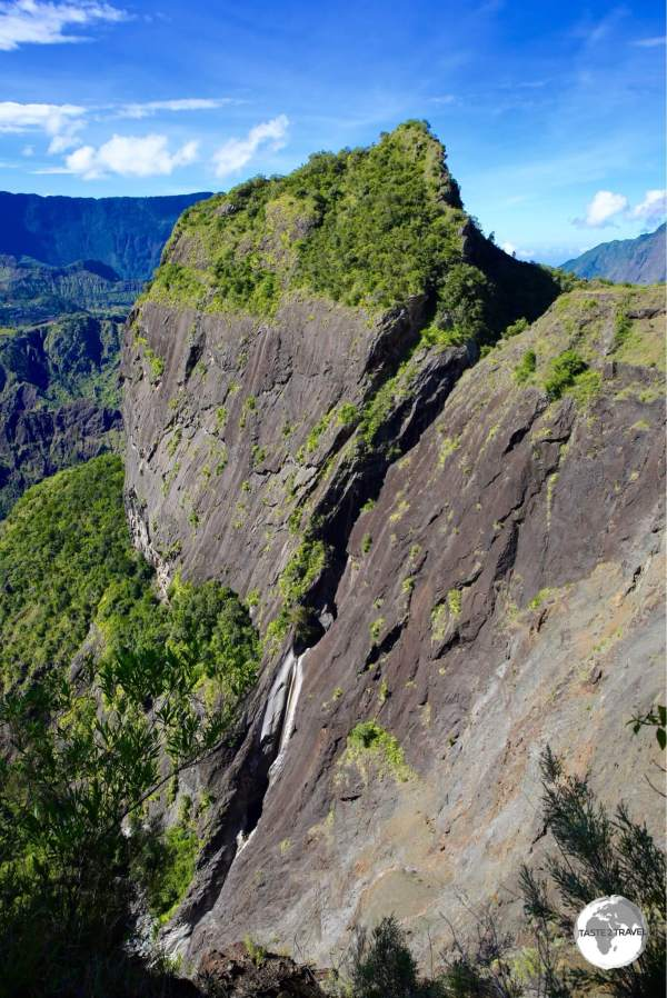Dramatic landscapes in the Cirque de Cilaos. Do you see the people canyoning?